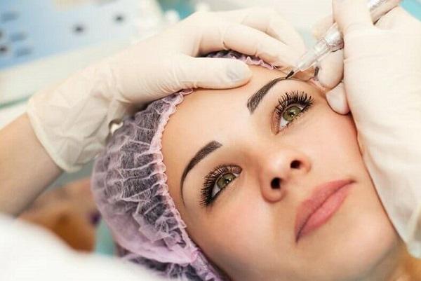 Нанесение перманентного макияжа