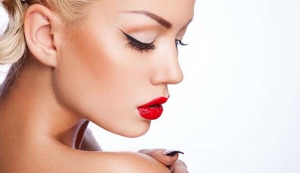 Губы с перманентным макияжем