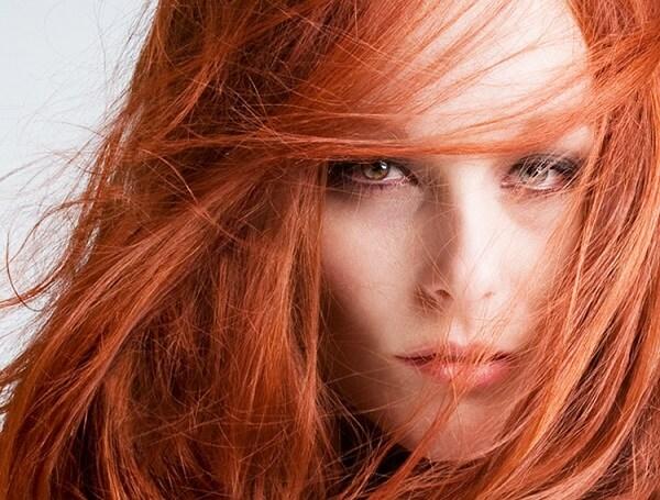 Макияж серо-зеленых глаз и рыжих волос