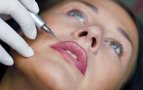 Подкрашивание контура губ