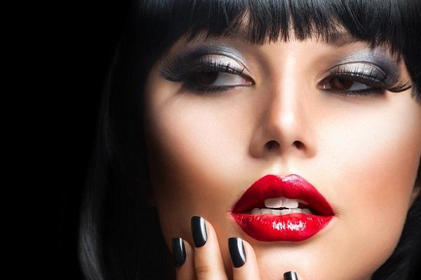 Акцент на губах при макияже