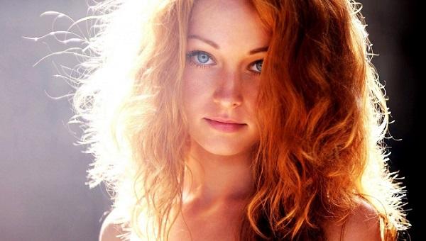 Макияж для голубоглазых с рыжими волосами