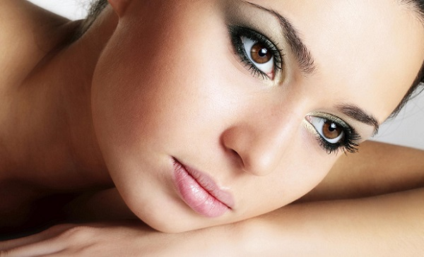 Макияж для карих глаз с черными волосами