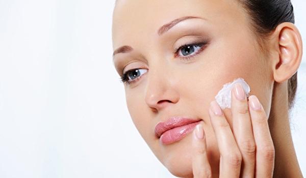 Увлажнение кожи перед нанесением макияжа