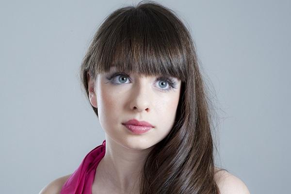 Вариант макияжа для темно-русых волос