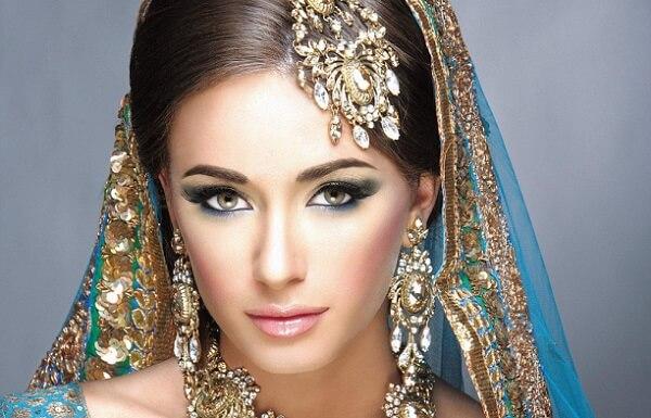 Индийский стиль макияжа