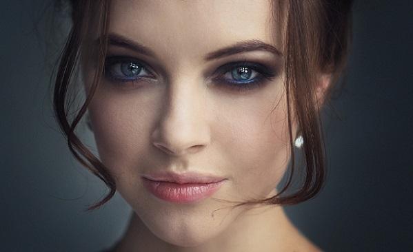 Клубный макияж для синих глаз