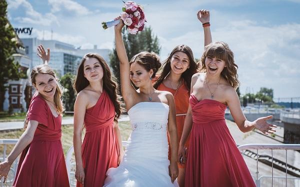 Макияж подружек должен дополнять образ невесты