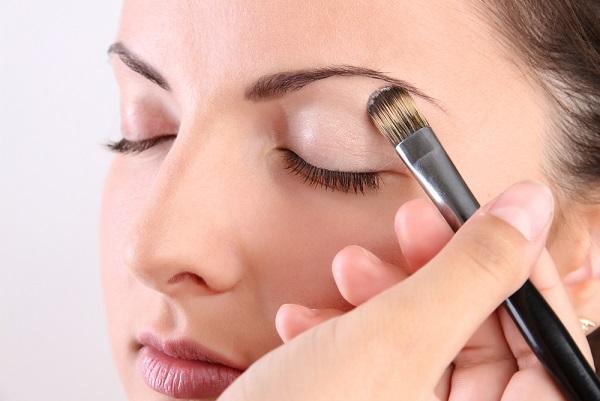 Нанесение дневного макияжа
