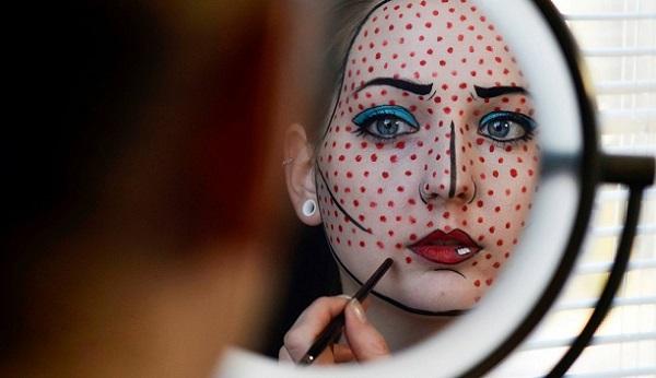 Нанесение поп-арт макияжа