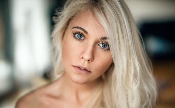 Нюдовый макияж для блондинки с голубыми глазами