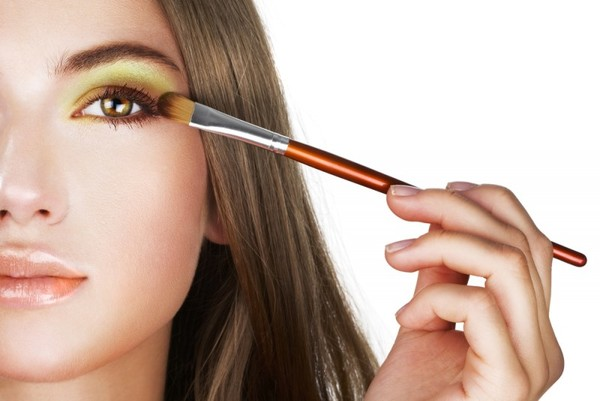 Повседневный макияж каре-зеленых глаз