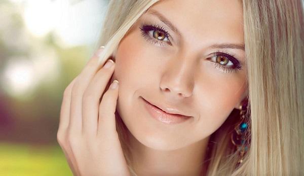 Розовые тона в естественном макияже