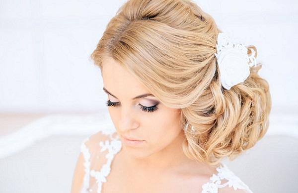 Свадебный макияж для светлых волос
