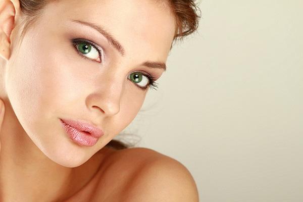 Вариант дневного макияжа для темно-зеленых глаз