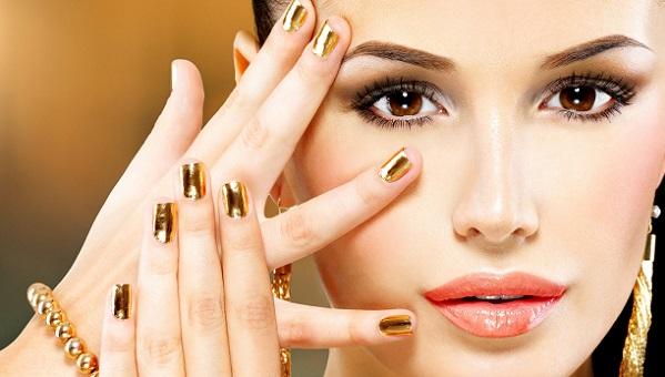 Вариант клубного макияжа для карих глаз