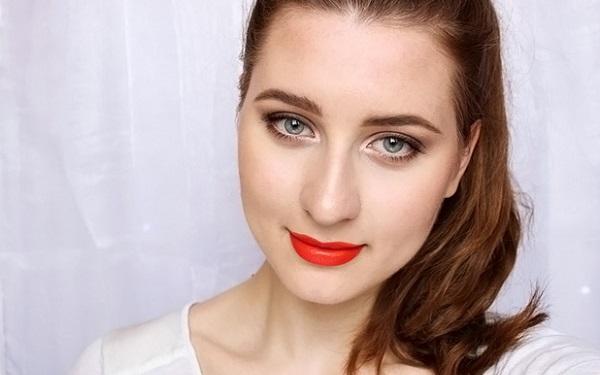 Вариант макияжа для шатенки с серо-голубыми глазами