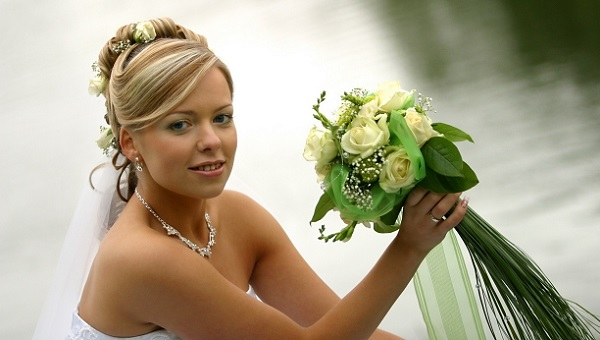 Зеленые оттенки в свадебном макияже