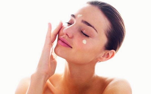 Перед любым макияжем следует очищать кожу
