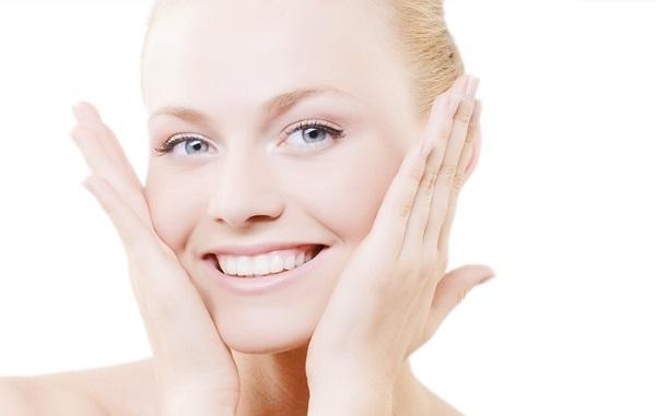 Длю ню макияжа, как и для любого другого, важно подготовить кожу для нанесения косметики
