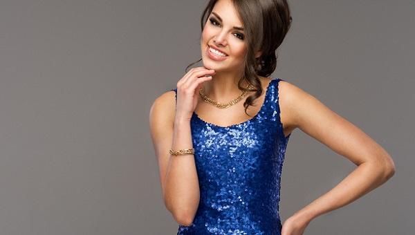 Под синее платье тени не должны быть того же оттенка