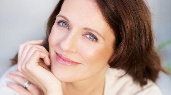 Легкость в макияже для женщины