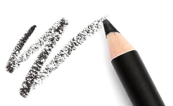 Перед использованием черного карандаша необходимо попрактиковаться