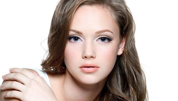 Для повседневного макияжа следует ответственно подойти к выбору помады