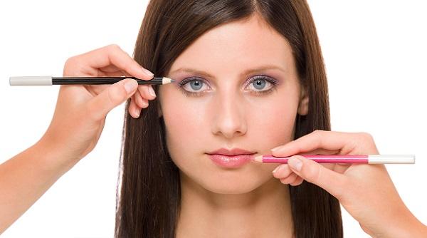 Помимо выделения глаз следует правильно подчеркивать губы