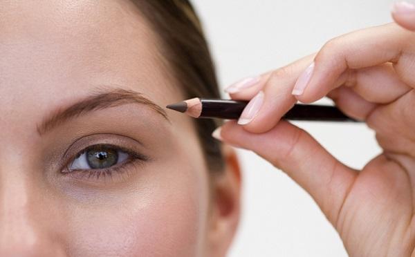 Для качественного макияжа важно выбрать правильный грифель карандаша