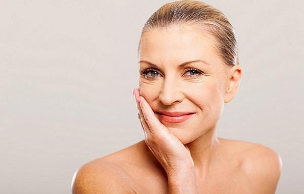 После 50 необходимо особенно тщательно ухаживать за кожей