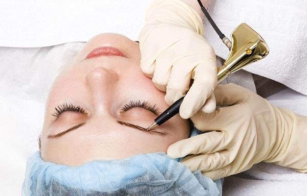 Перед нанесением перманентного макияжа следует ознакомиться с противопоказаниями