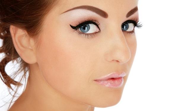 При нежелании красить брови можно прибегнуть к перманентному макияжу бровей