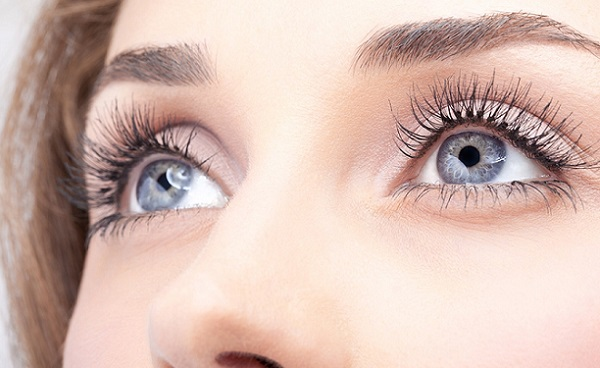 Полуперманентный макияж подойдет для тех, кто хочет впервые попробовать