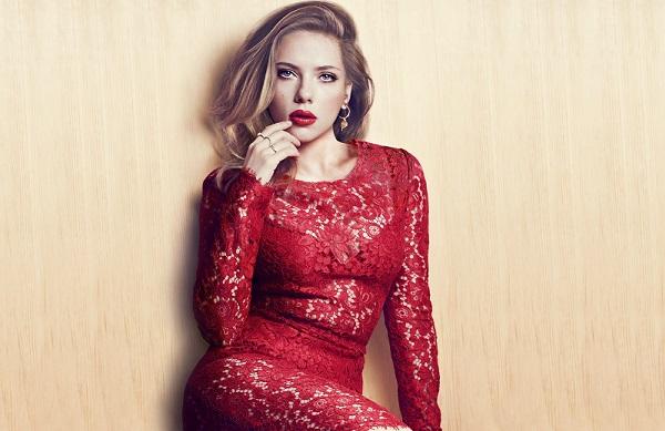 Красная помада будет сочетаться с красным платьем