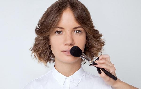 Губы требуют предварительной подготовки перед макияжем
