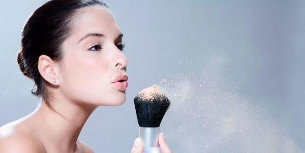 Для качественного макияжа следует правильно выбрать пудру