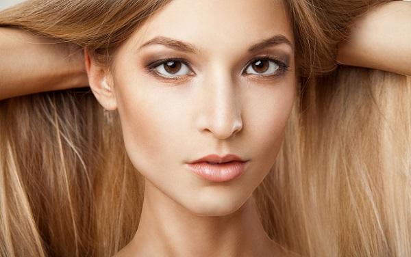 В нежном макияже могут использоваться смоки айс