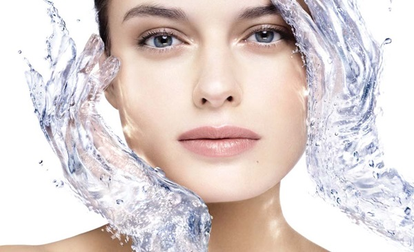 Умывание - обязательная процедура по уходу за кожей