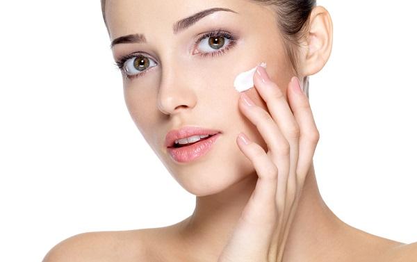 Для увлажнения кожи лучше воспользоваться кремом-флюидом