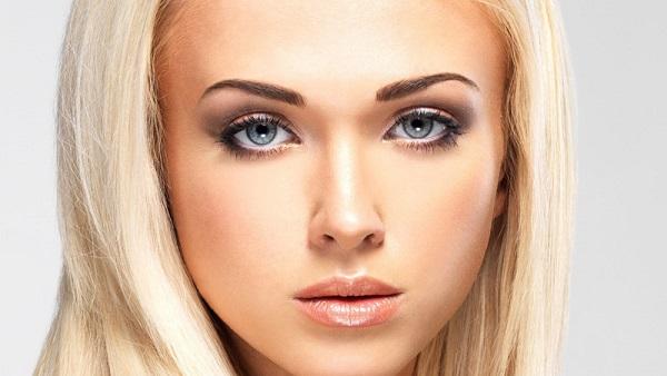 Блондинки смогут подчеркнуть свои глаза, воспользовавшись краской для бровей