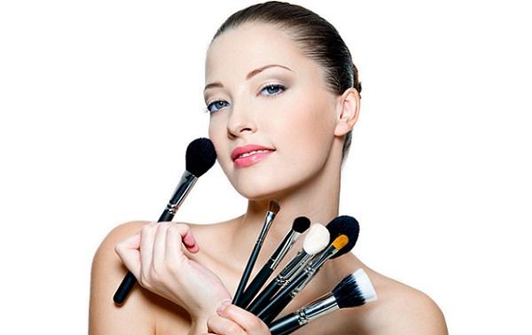 Правильно подобранные инструменты - залог качественного макияжа