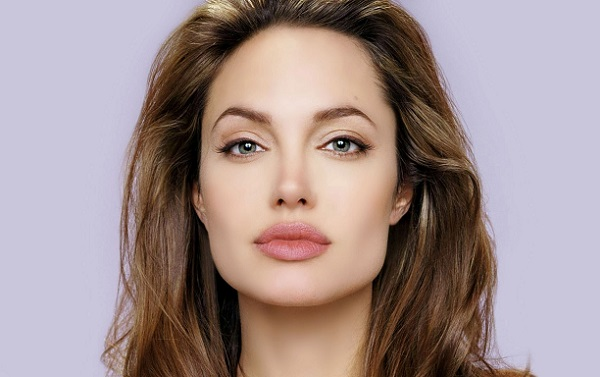 Изогнутые брови подойдут для обладательниц квадратного типа лица