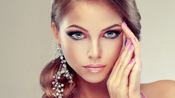 Верно подчеркнутые брови дополнять общий макияж и сделают его более привлекательным