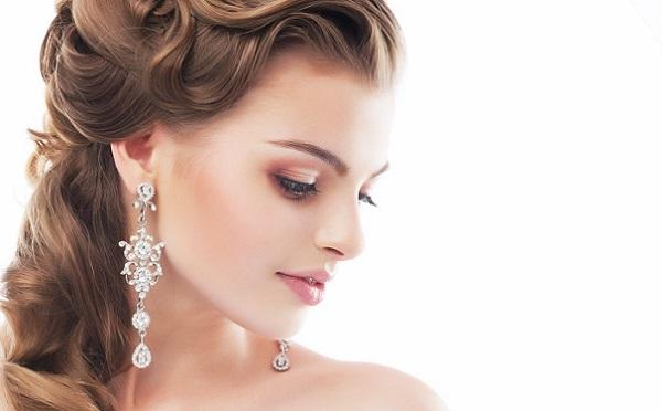 Часто для овального лица выбирается прямая форма бровей