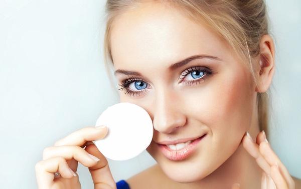 Спонж может применяться для нанесения и снятия макияжа