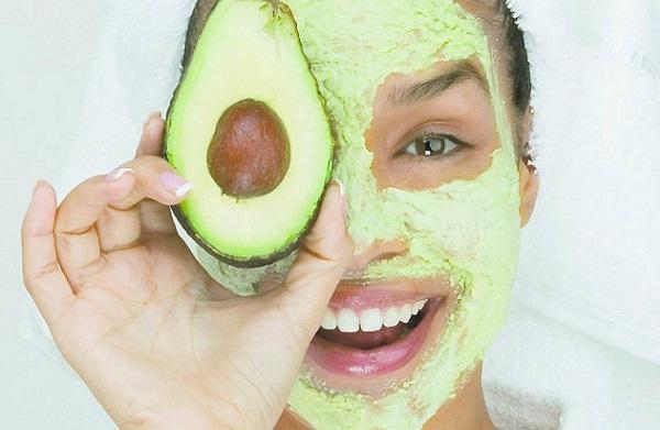 Маска с авокадо способна омолодить кожу