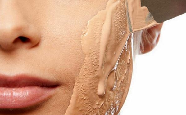 При выборе типа тонального крема следует учитывать свой тип кожи