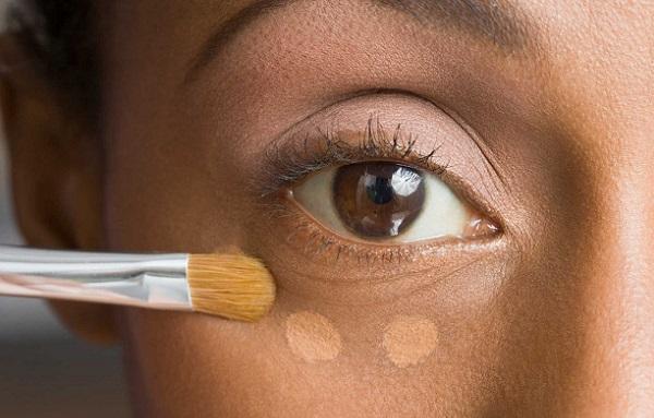 Корректор поможет избавиться от темным участков на коже под глазами