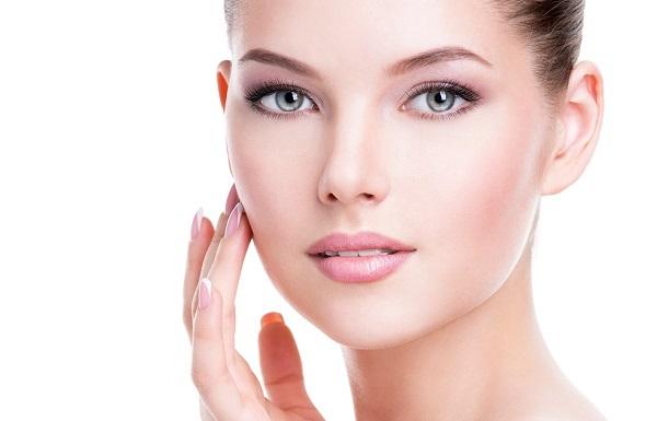 Коррекционный макияж позволяет визуально изменить, как форму лица, так и отдельные его части